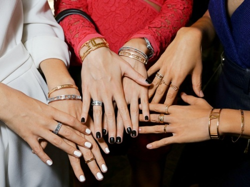 Tiffany--Co.-Atlas-jewelry-collection-launch-New-York-September-2013-models-hands-with-jewelry_130501