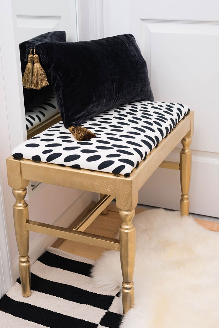 diy-bench-black-and-white-chic-bedroom-splendor-styling